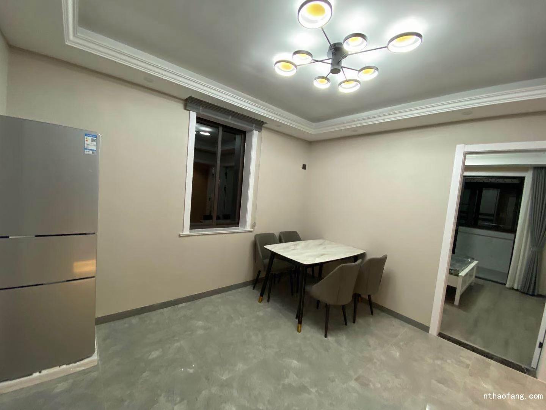 城南新村 601室,2室朝南,面积57平,豪装家具家电全留,位置极佳价格105.8万各付可议
